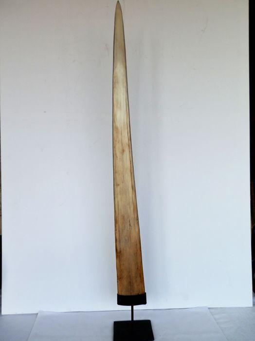 Nu in de #Catawiki veilingen: Large swordfish rostrum mounted on pedestal - Xiphias gladius - 85 cm // non-CITES s...