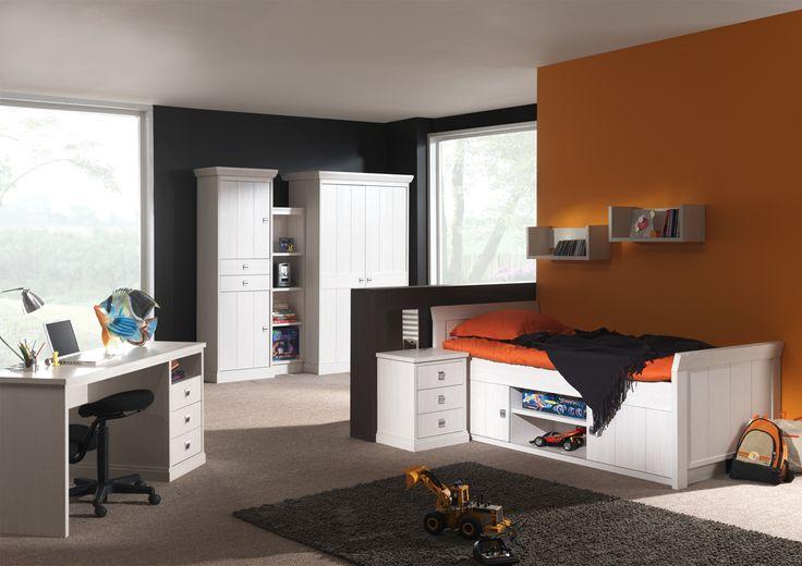 Tienerslaapkamers met kajuitbedden en buro's in verschillende breedtes, boekenkasten, kledingkasten en handige opberg wand elementen.