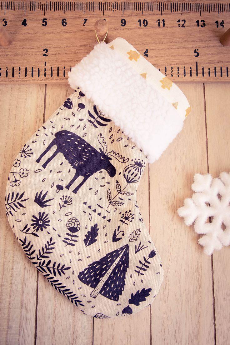 La chaussette de Noël: une cousette festive bientôt emplie de cadeaux !