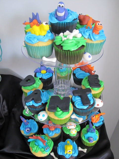 Baby Shower Dinosaur Cupcakes- these are actually really really cute