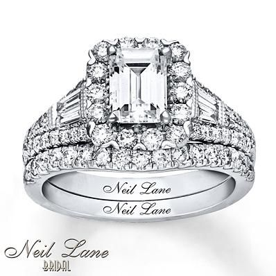 Round diamonds frame the distinct center emerald diamond to make a beautiful Neil Lane Bridal set.
