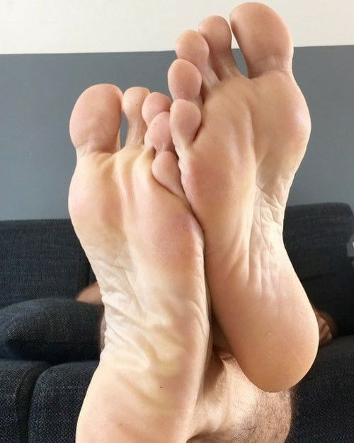 huge discount 85b8c 419c0 Pin by Mario on Manly Feet in 2019  Male feet, Legs, Barefoo