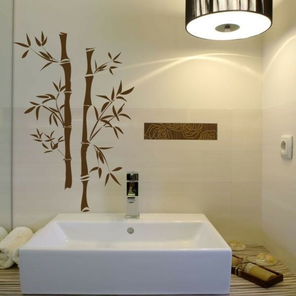 un sticker bambou marron au-dessus d'un lavabo