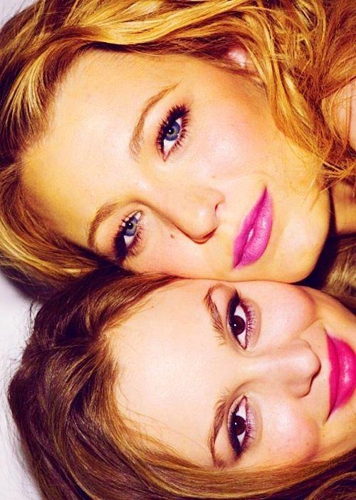 Leighton Meester and Blake Lively Cheek to Cheek wearing Fuchsia Lips   Gossip Girl