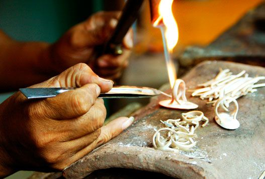 We produce handmade jewelry directly from our talented silversmiths