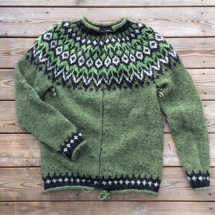 47 отметок «Нравится», 17 комментариев — Petra (@kanelpetra) в Instagram: «Min tröja är färdigstickad. Nu ska jag bara samla mid för att klippa upp den. Det är lite läskigt…»
