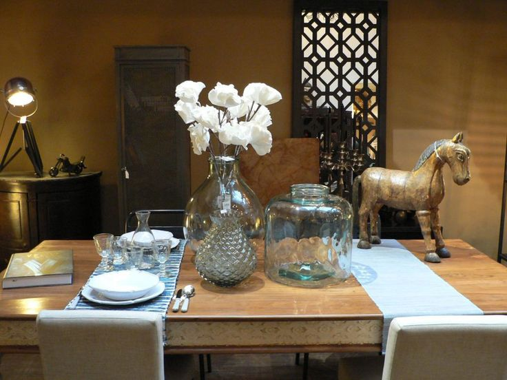Indian dining table accesorized by Côté table vases.