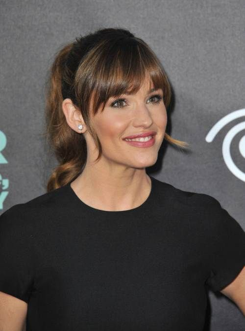 Brown Locks with a Reddish Tint - Jennifer Garner´s golden auburn locks with very subltle highlights bring the spontaneous and light mood of her look.