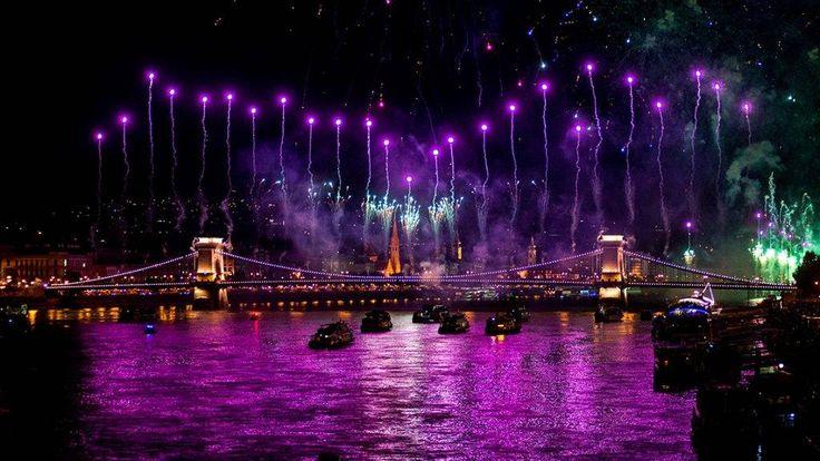 Tűzijáték a Duna felett – fotóink az ünnep fénypontjáról | 24.hu