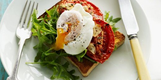 Tomatoes and poached egg on toast