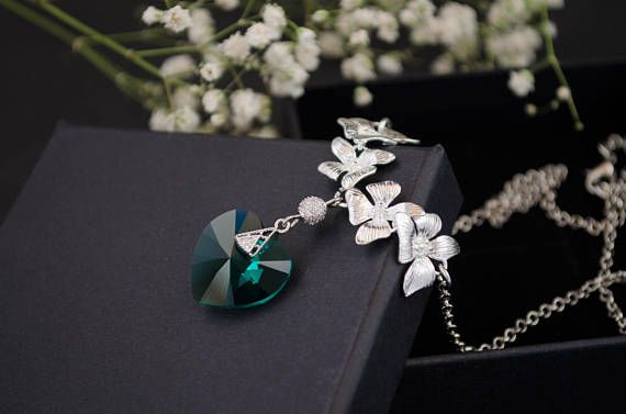 Heart necklace, Crystal necklace, Chain necklace, Pendant necklace, Minimalist necklace, Crystal pendant, Charm necklace, Valentines day gift, Anniversary gift, Gift for woman, Gift for her, Romantic gift, Green heart necklace.