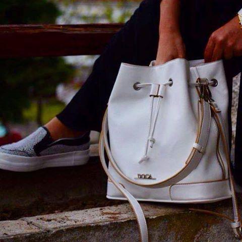 #DOCA #SS15 Collection Καθημερινή #τσάντα #πουγκί σε #άσπρο χρώμα με δύο πλαϊνές τσέπες: https://www.doca.gr/el/anoixi-kalokairi-15/tsantes/kathimerines-tsantes-ss15/10272-kathimerini-tsanta-aspri-detail.html