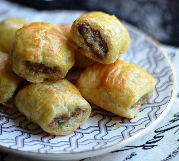 Вкусные пирожки с мясом из слоеного теста по турецкому рецепту можно приготовить всего за полчаса