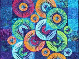 Я давно шью изделия в лоскутной технике. На просторах интернета видела разные работы мастеров из разных стран. На днях совершенно случайно попались на глаза работы Judy Niemeyer и тут слова закончились... Захотелось просто смотреть... делюсь увиденным! Представьте, все это сшито из маленьких лоскуточков ткани!