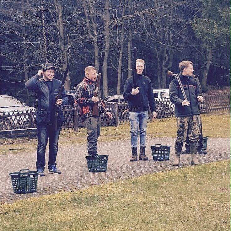 #today#tontauben#hunt#shoot#schrot#kastellaun#instahunt#instashoot#weapon#sabatti#rottweil#outdoor#nice#day#friends#love#it#like#us#follow#us#classic#german#lorenz#gibt#auf#trap#skeet by classic_german_hunters