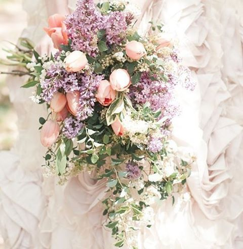 淡く、ほんのり色づいたベビーピンクのドレスに、野花とチューリップを束ねたブーケを合わせて。  #VOGUEWedding #ヴォーグウエディング #プレ花嫁 #ドレス選び #ウエディングドレス #ウェディングドレス #結婚準備 #ブライダル #ウェディングシューズ #ウエディングシューズ #テーブルコーディネート #装花 #ブーケ #bridal #weddingdress #bridaldress #bridalgown #bridalshoes #weddingshoes