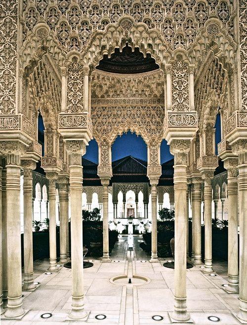 La Alhambra, España. Un otro pictura de Granada pero este pictura tiene las columnas con muchas detalles