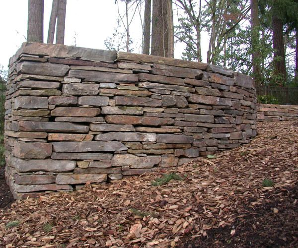 Curving Montana Ledgestone Dry Stack Wall Residential