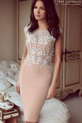 Broskyňa Priliehavé šaty Lipsy Love Michelle Keegan s čipkovanou aplikáciou