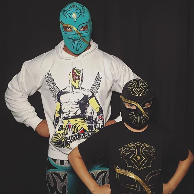 wwe @sincarawwe goes #LIVE from WWE's Facebook account THIS MONDAY before #RAW, in honor of #HispanicHeritageMonth. Keep an eye on @sincarawwe & WWE for details.  With: @sincarita #Lucha Santa Ana Star Center 2017/09/24 12:02:49