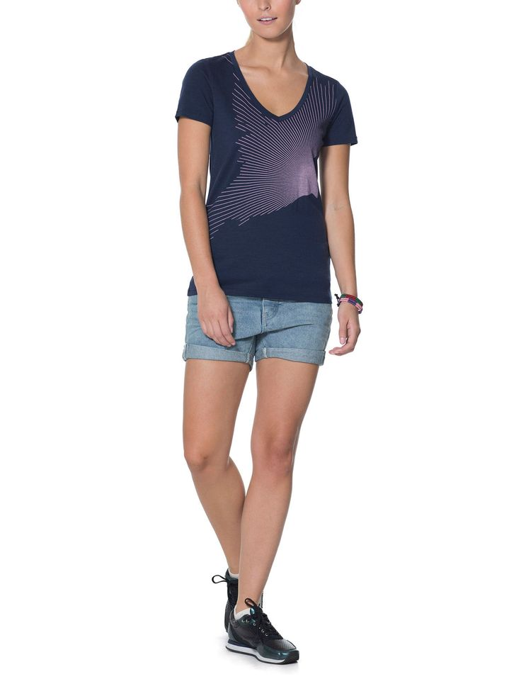 Our highly breathable, comfortable, and versatile merino wool T-shirt with a V-neck design, the Tech Lite Short Sleeve V Flock is a go-to top for four seasons worth of trails, travels, and active pursuits. With capabilities as varied as the adventures you'll take it on, the Tech Lite features our corespun fabric, which uses nylon fibers wrapped in merino wool to provide added strength and durability while maintaining next-to-skin softness. Original screenprint artwork by Megan Geer adds…