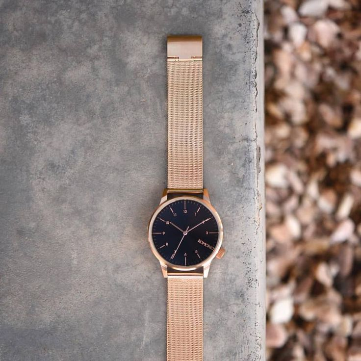 Winston the rose gold metal watch Catchy with it's dark blue dial