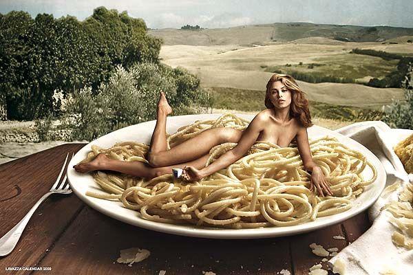 Alegoría a la pasta para el calendario lavazza 2009 por Annie Leibovitz.  http://www.cadadiaunfotografo.com/2010/05/annie-leibovitz.html
