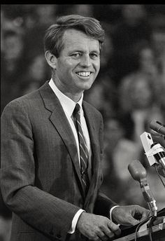 Click the image Robert Kennedy speaks to us at the County Court House in Kalamazoo Michigan in 1968