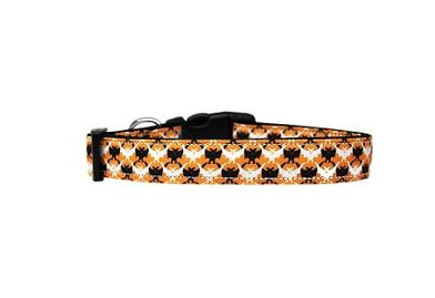 Classic argyle with a festive seasonal twist! This classic nylon argyle dog collar with alternating black and white bat silhouettes around its circumference is a fun twist to your favorite traditional pattern this Halloween.  Made in the USA.