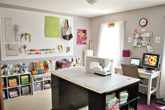 bijou lovely: sewing room tour.: Sewingroom, Sewing Spaces, Sewing Craft Room, Room Ideas, Craft Sewing Room, Sewing Rooms, Room Tour, Craft Rooms