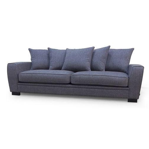 Lexuz 3-sitssoffa. Djup mjuk krypa-upp-i-soffa, med dunstoppning. Vändbara dynor. En byggbar modell som kan fås i många olika tyger.