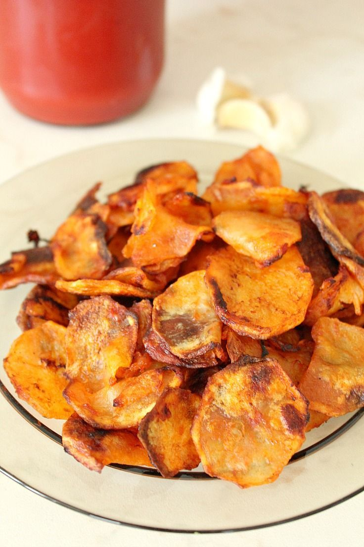 Homemade Garlic Potato Chips - pretty healthy & impressive, with garlic and tomato sauce adding an unique twist to a classic recipe. A much healthier option to french fries! Great for any dip!