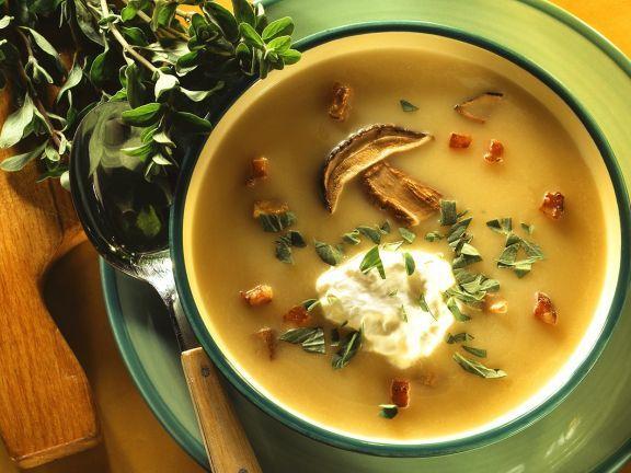 Kartoffel-Steinpilzsuppe ist ein Rezept mit frischen Zutaten aus der Kategorie Gemüsesuppe. Probieren Sie dieses und weitere Rezepte von EAT SMARTER!
