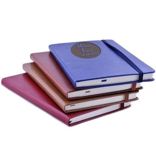 4 farklı renkten oluşan Kişiye Özel Renkli Defterler, hem bayan hem de erkek öğretmeninize hediye edebileceğiniz şık bir öğretmenler günü hediyesi. Üzerine isim ve tarih yazdırabileceğiniz bu defterler, şık tasarımı ile de oldukça kullanışlı. Ürüne ulaşmak ve sipariş vermek için: http://www.hediyedenizi.com/hediye/kisiye-ozel-renkli-defterler/