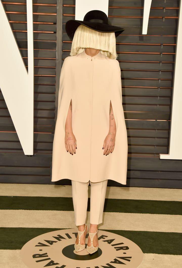 ¡Sia sin su peluca es impresionante! ¡Preciosa! ¡Una leyenda!