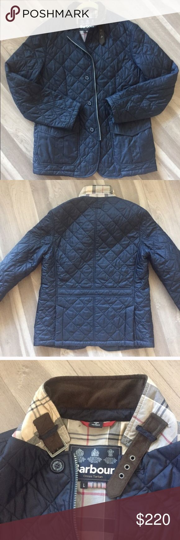 MEN'S BARBOUR QUILTED NAVY SANDER SPORT JACKET LIKE NEW. AUTHENTIC. Worn once! Warm up on chilly days with this quilted men's. Barbour NAVY BLUE sports jacket. This midweight jacket features a zipped center front, box pleat hip pockets with side entry, and an action back for freedom of movement. Classic Barbour Dress Tartan lining. Alcantara throat adjuster and collar lining. In navy. 100% polymide. Washable. Imported. BUY NOW OR MAKE AN OFFER !! Barbour Jackets & Coats