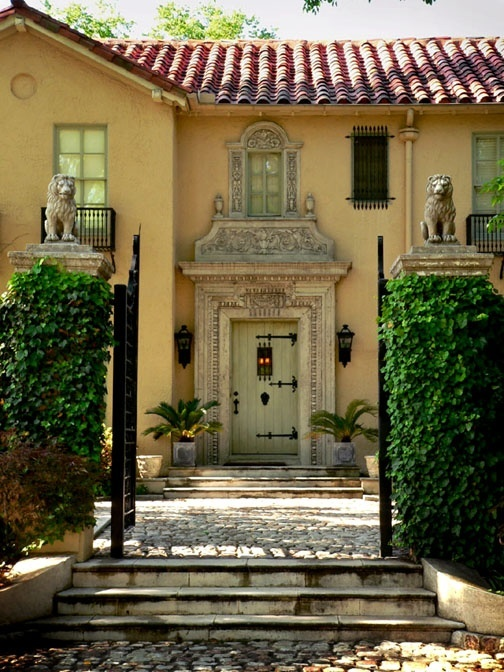 Hermoso frente: The Doors, Dreams Escape, Spanish Home, Italian Beautiful, Front Doors, Spanish Houses Exterior, Beautiful Doors, Spanish Style Home Entrance, Houses Plans