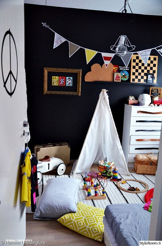 Black walls in a kids room can work like this black, white and colourful #kidsroom shows