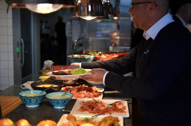 Mingel på Monster Bar & Steakhouse Invigning