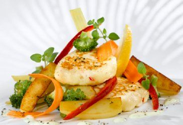 Asiatiske fiskekaker med wokgrønnsaker