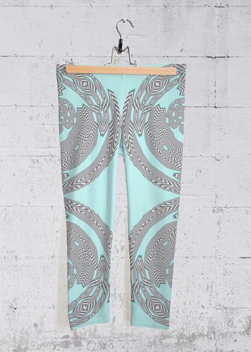 Yoga Capri Pants – Zebrakopf in Blau / Cyan / Grün von VIDA Original Artist   – Products