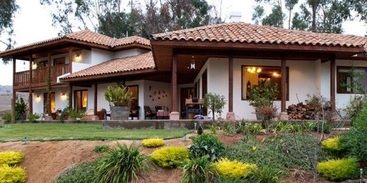 Fachadas de casas coloniales con estuco