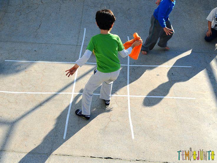 30 Brincadeiras de movimento para uma gincana que será um arraso - jogo da velha agitado