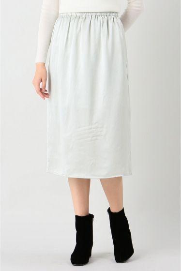BASERANGE シルクサテンスカート  BASERANGE シルクサテンスカート 25920 薄いブルーグリーンのような色合いのスカート ウエストゴムでリラックス感あり一枚ではもちろんパンツやニットレギンスワンピースやチュニックとの重ね着アイテムとしてもお勧めです BASERANGE(ベースレンジ) 2012年に設立された天然素材を使用したウエアブランド デンマークフランスを拠点とし快適で高品質なアンダーウェアやイージーウエアを展開しています 環境への負担を最小限に抑えつつもオーガニックコットンを中心に上質な素材を使用 自然の美しさを生かしたシンプルで無駄のないデザインで長く愛用できるアイテムが揃い大人の女性から支持を受けるブランドです モデルサイズ:身長:170cm バスト:81cm ウェスト:58cm ヒップ:87cm 着用サイズ:フリー