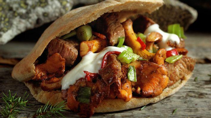 Denne skal iallefall testes <3  Skau-kebab  En passelig mett mage gjør en god tur enda bedre. Denne kebaben smaker veldig godt og sørger for både god energi og smil om munnen hele veien. God tur! http://www.matprat.no/oppskrifter/sunn/skau-kebab/    FOLLOW me on Facebook, I am always posting AWESOME stuff!: https://www.facebook.com/gulkri  Join my  support group for more recipes, motivation, encouragement and more! https://www.facebook.com/groups/happystep  Follow my Pinterest Boards: ...