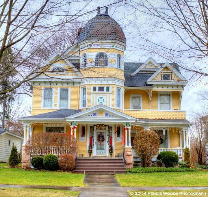 266 best images about painted ladies on pinterest queen for Queen anne victorian house