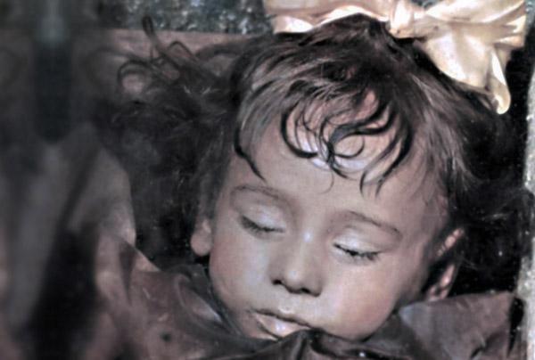 Rosalía Lombardo, una niña momificada que abre y cierra los ojos
