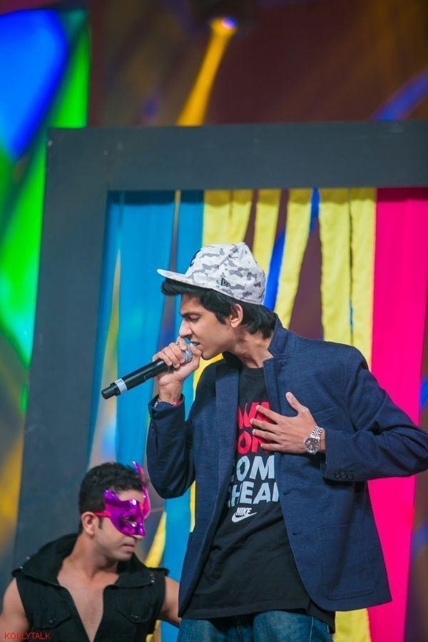 Anirudh Ravichander performance at SIIMA Awards 2013