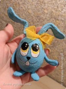 Пасхальный кролик. Мастер класс  Автор МК:Елена рукоделочка 1.  Сегодня я хочу показать как делается пасхальный кролик, на основе яичной скорлупы.   2.   Для работы нам понадобится: 1. Яичная скорлупа 2. Салфетки 3. Клей ПВА 4. Пр…
