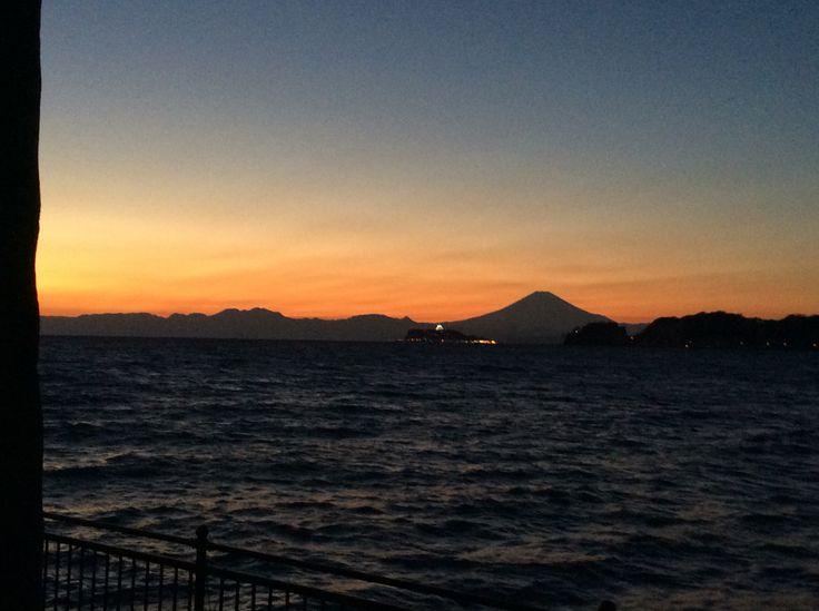 富士山と江ノ島。